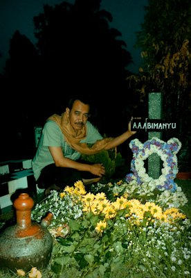 Om Hardjoeno at Alex's Grave