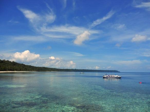 Kakaban Island by Lolo sianipar