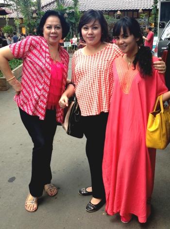 Lolo, Mom & Rhea Sianipar